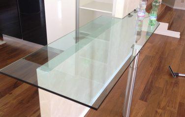 Tavolo in vetro interno